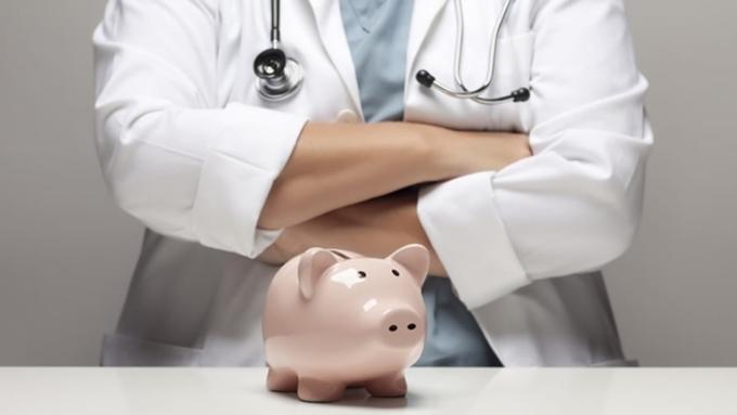 Скворцова назвала среднюю зарплату медперсонала по стране. Все ли так получают?