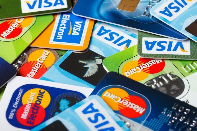 Комиссии с банковских карт списываются ночью, чтобы никто не заметил