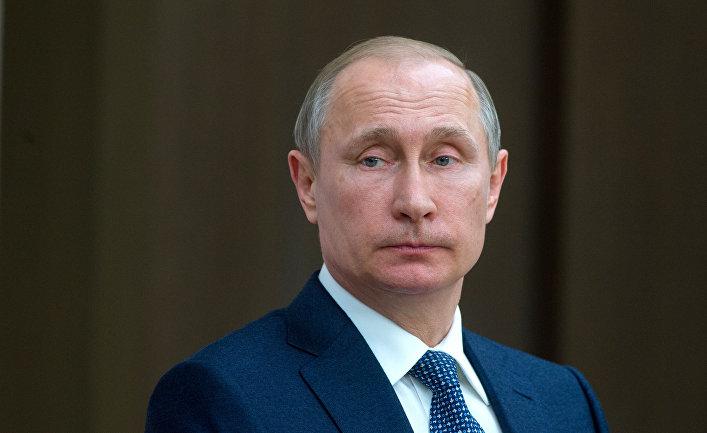 Пресс-конференция президента Путина на листочке в клеточку