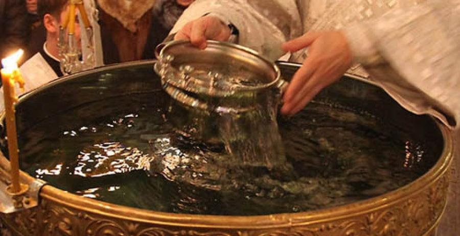 Крещенская святая вода. Целебные свойства, когда и где святить, как хранить