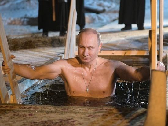Смотреть видео Путина в проруби на праздник Крещения