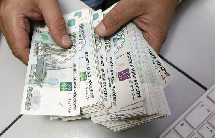 Топилин: порядка 20 млрд рублей планируется выделить регионам на увеличение МРОТ с 1 мая