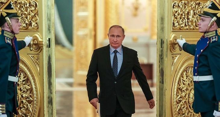 Путин потребовал повысить пенсии в своем первом майском указе после инаугурации