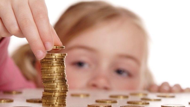 Срок выплаты ежемесячного пособия на ребенка увеличат с полутора до трех лет и в рублях