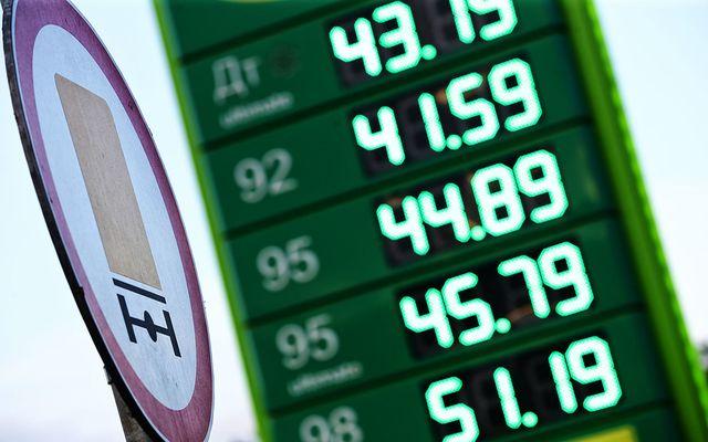 Правительство опять повышает цены на бензин. Скачка стоимости опять «не будет»
