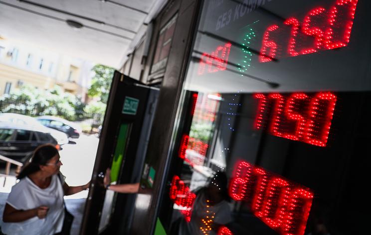 Что делать людям, когда доллар растет, а рубль дешевеет