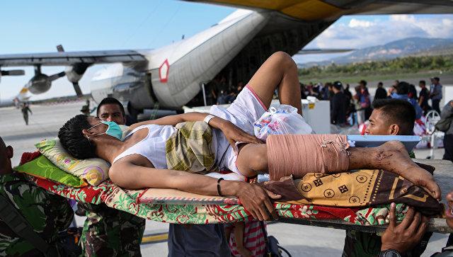 В Индонезии в результате землетрясения и цунами погибли уже свыше 1200 человек