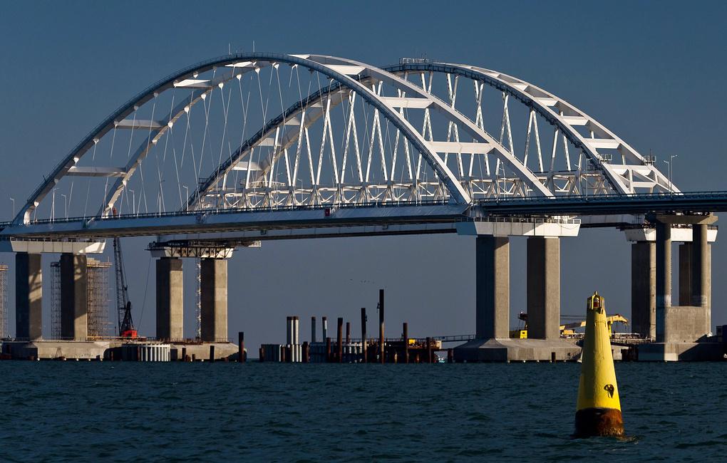 Сегодня открыто движение по Крымскому мосту для грузовиков и фур. Цены упадут на 10%