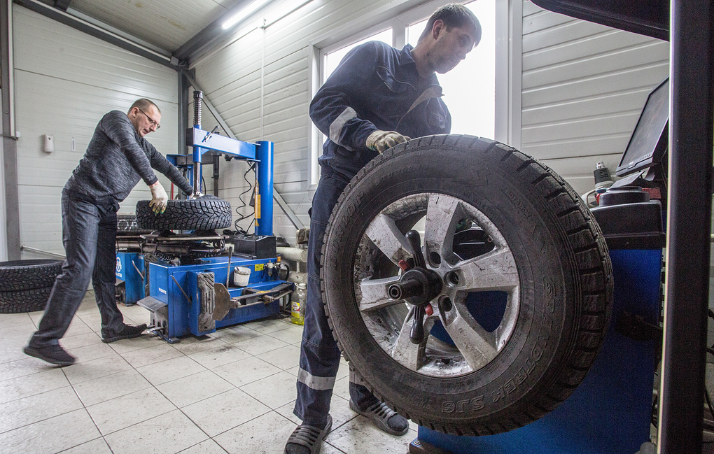 Москвичам рекомендуют срочно переобуться-заменить летнюю резину на зимнюю