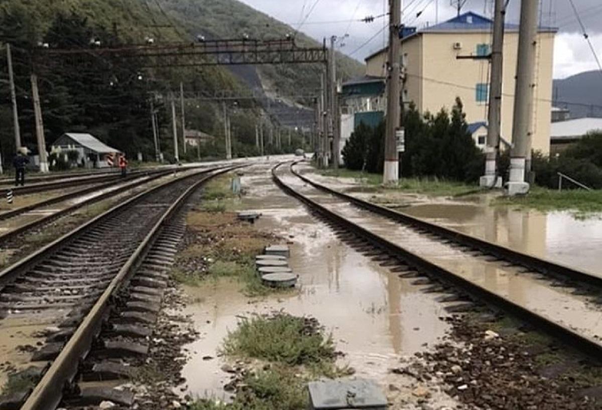 График движения поездов Туапсе-Сочи-Адлер нарушен. Состояние автодорог