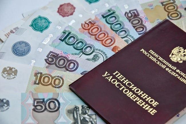 Ежегодное увеличение размера страховой пенсии по старости неработающим пенсионерам на 1 000 рублей и обеспечение роста пенсии к 2024 году до 20 000 рублей. Размер этого вида пенсий составит в 2019 году 15 367 рублей, в 2020 году — 16 284 рублей, в 2021 году — 17 212 рублей.