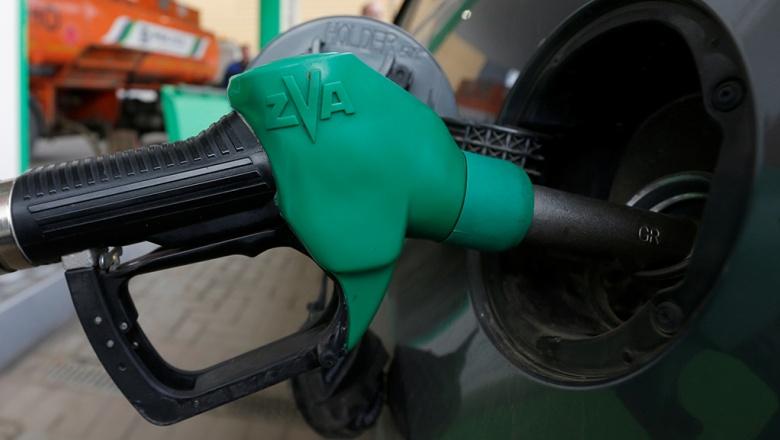 На долго ли? Правительство договорилось с нефтяниками о снижении цен на бензин