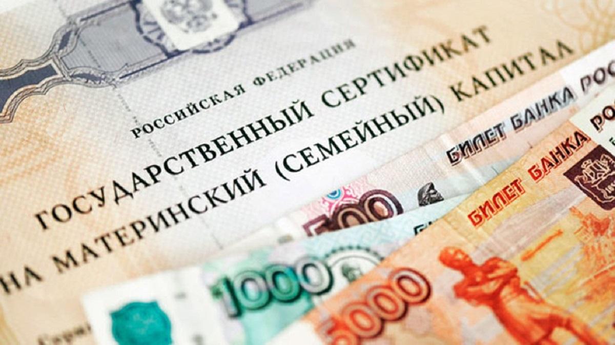 Размер материнского (семейного) капитала в 2019 году составит 453 026 рублей, в 2020 году – 470 241 рублей, в 2021 году – 489 051 рублей (исходя из индекса роста потребительских цен 3,8% и 4% соответственно).