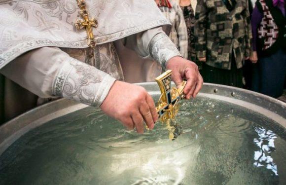 Во сколько крещенская вода становится святой? Когда и где ее можно набирать?